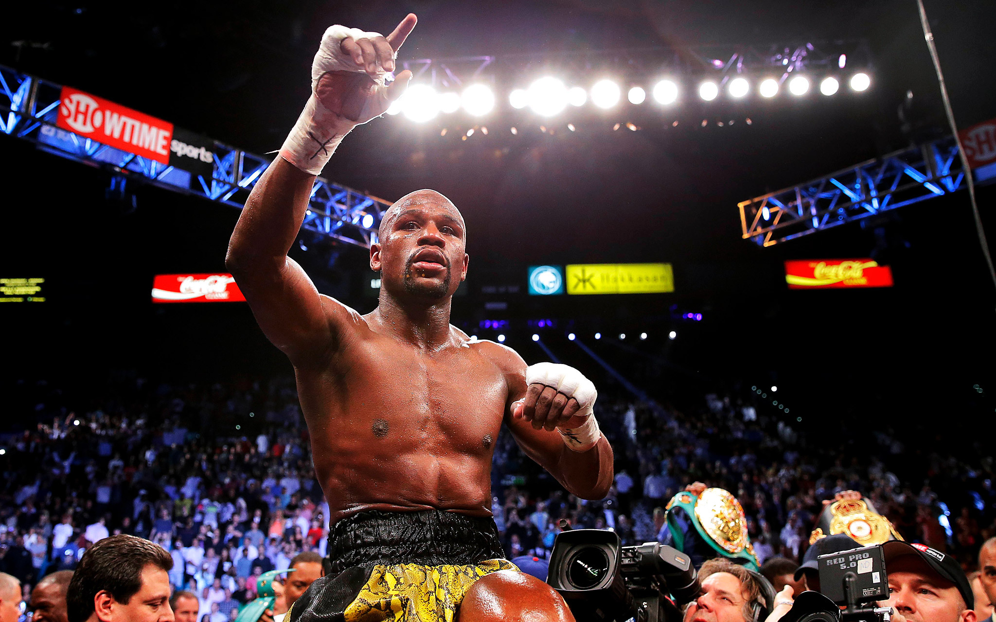 Floyd Mayweather Jr furthermore Mgm Grand Boxing furthermore Boxing Gods Hall Of Fame as well Round Card Girl besides Withfriendship   user kethan juliocesarchavez. on oscar de la hoya vs sugar ray leonard